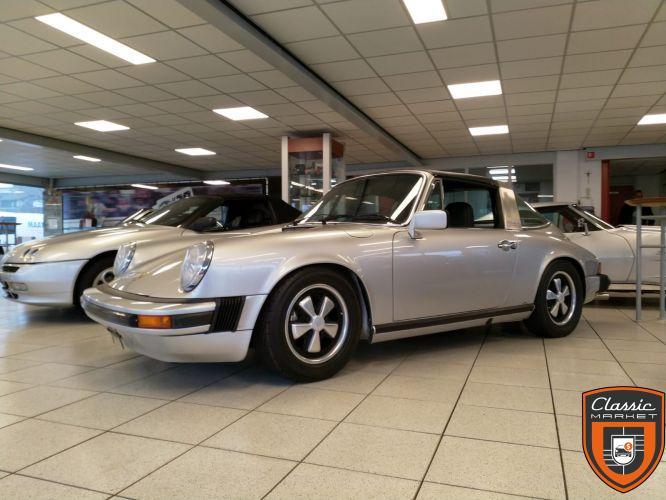 Porsche 911 2.7S 1976 brand new nut & bold restoration