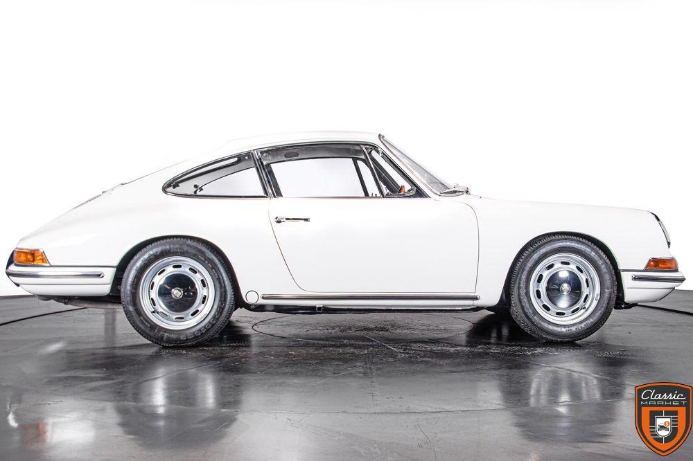 "PORSCHE 911 2.0 L - S.W.B. ""SERIE 0"" - 1966"